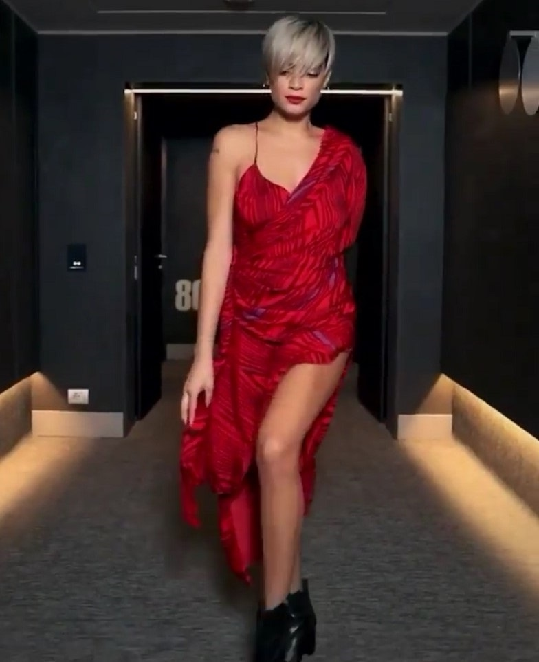 elodie fisico outlook vestito tango instagram