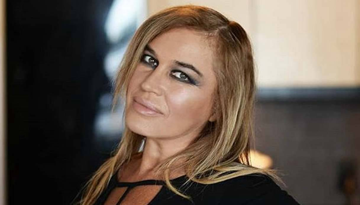 Lory Del Santo: età, altezza, peso, i 2 figli morti, la vita privata. Com ...