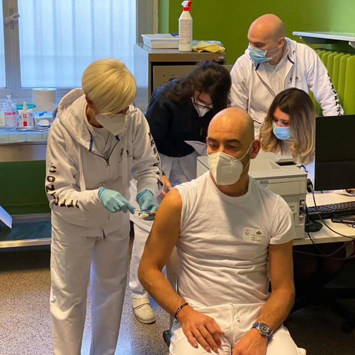 matteo bassetti scorta minacce no vax