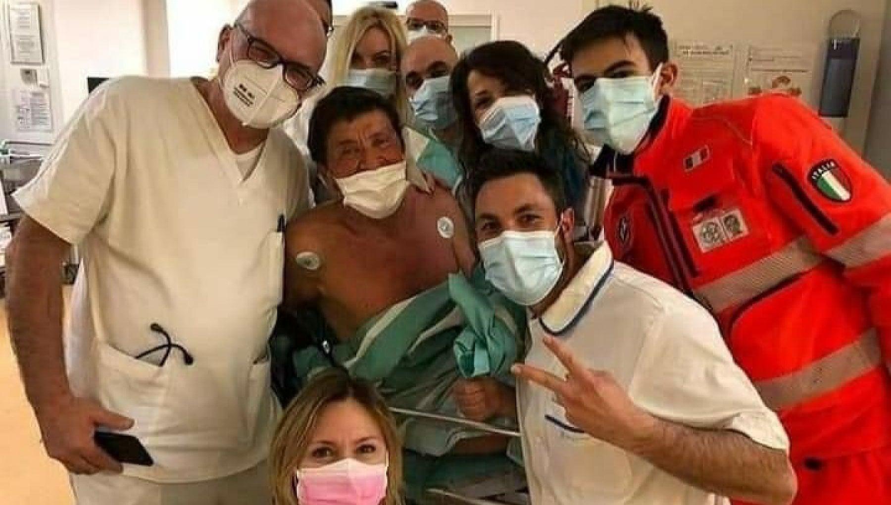 gianni morandi ricoverato foto ospedale come sta