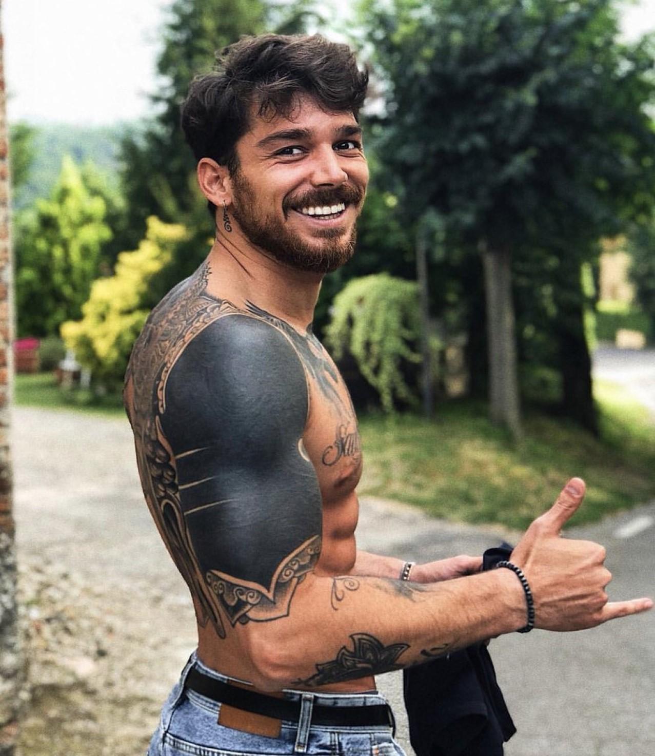 andrea cerioli età altezza peso fisico tatuaggi fidanzata lavoro vita privata