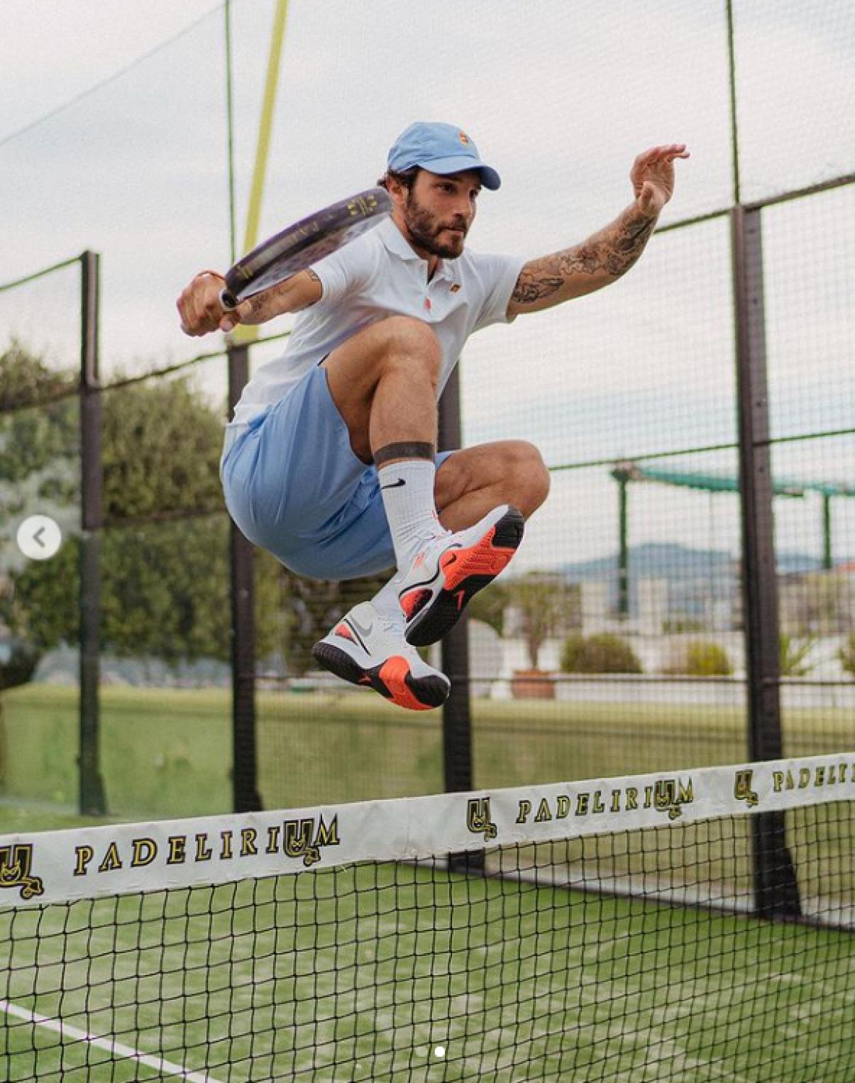 stefano de martino polemiche tennis misure restrizioni