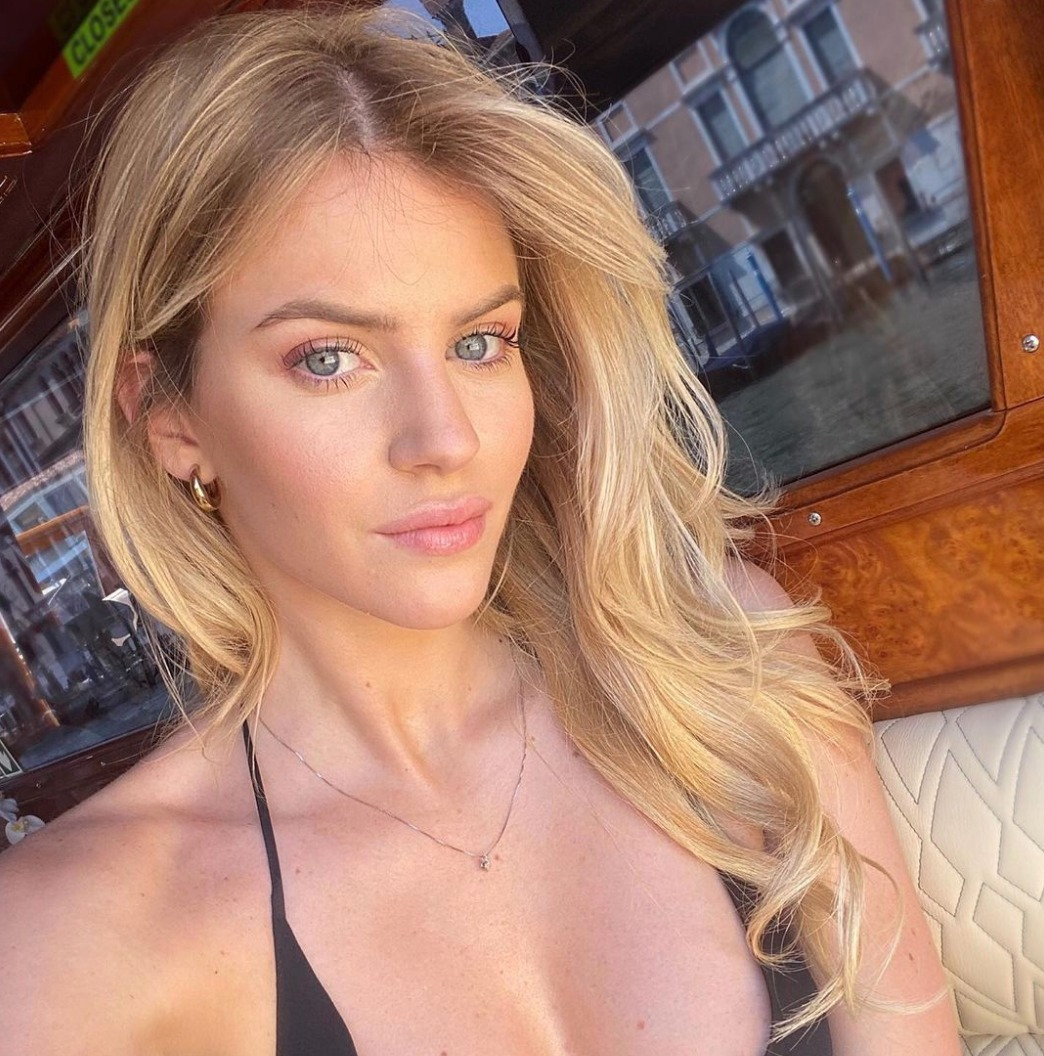 sara croce fisico costume bikini foto instagram