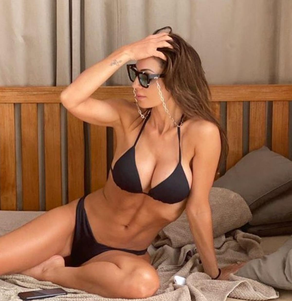 anna tatangelo foto fisico bikini costume instagram